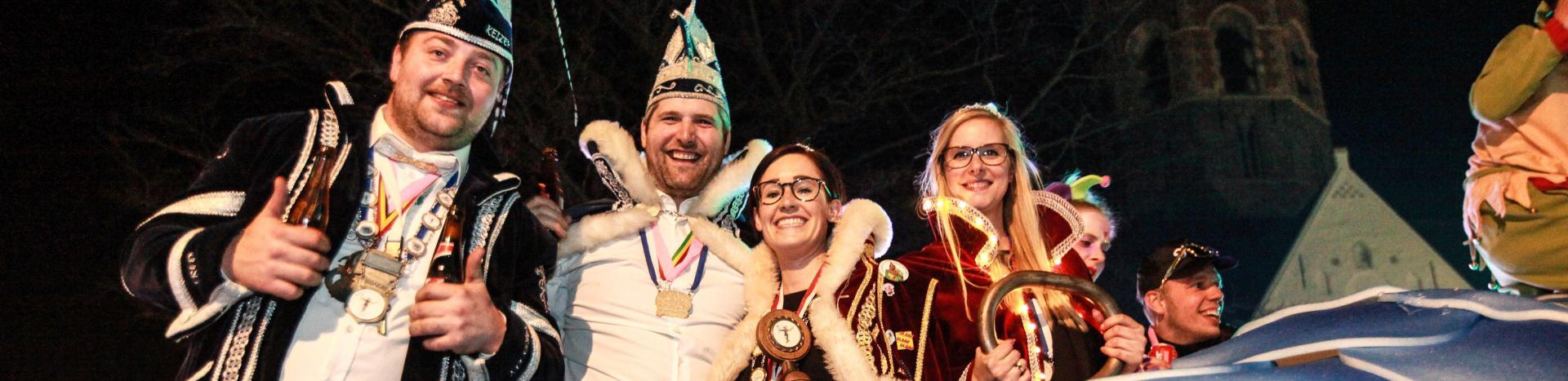 Verlichte carnavalsstoet