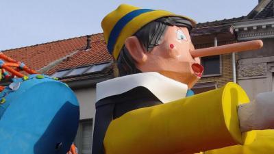 Carnavalstoet Assenede zoekt praalwagens -
