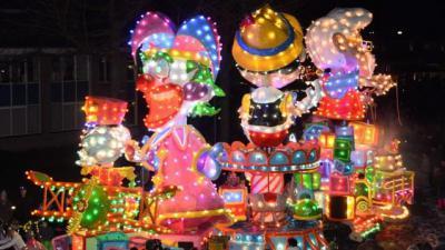 Feeëriek verlichte carnavalsstoet 2020. -