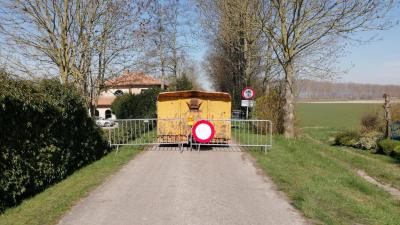 Assenede verscherpt grensmaatregelen - Olmendijkje.