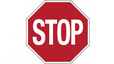 Containers verhinderen automobilisten om het fietspad te gebruiken -