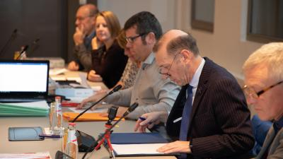 De gemeenteraad en raad voor maatschappelijk welzijn bijwonen? -